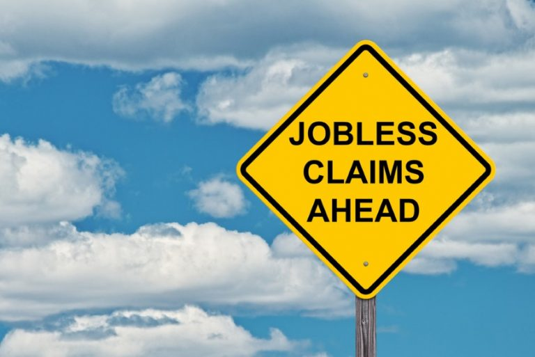 Las reclamaciones por desempleo aumentan a un máximo de tres meses en medio de nuevos cierres.