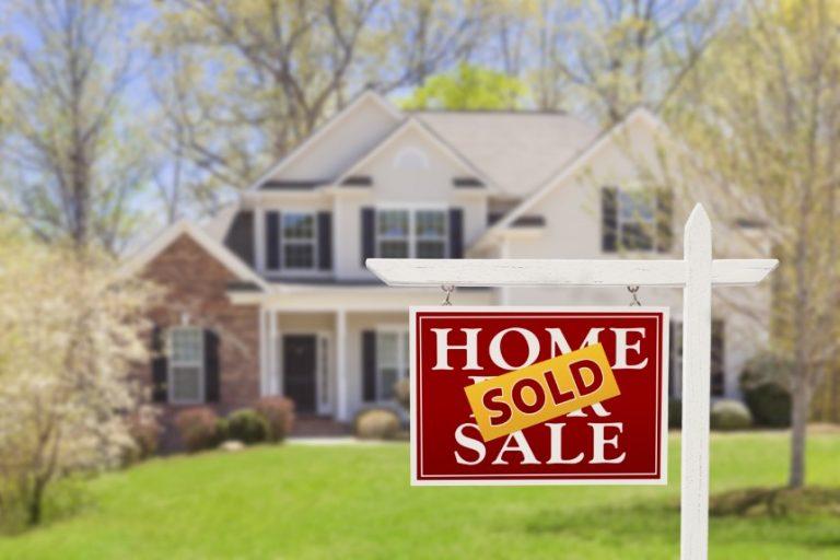 Las ventas de viviendas existentes caen debido a que el inventario sigue siendo un desafío para los compradores.