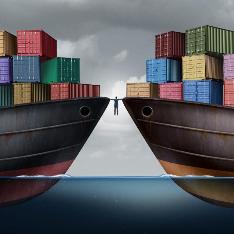 El déficit comercial de Estados Unidos alcanza récord a medida que la economía gana velocidad