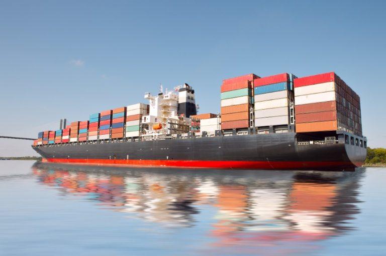El déficit comercial de Estados Unidos subió en agosto un 5,9%, la mayor alza en 14 años