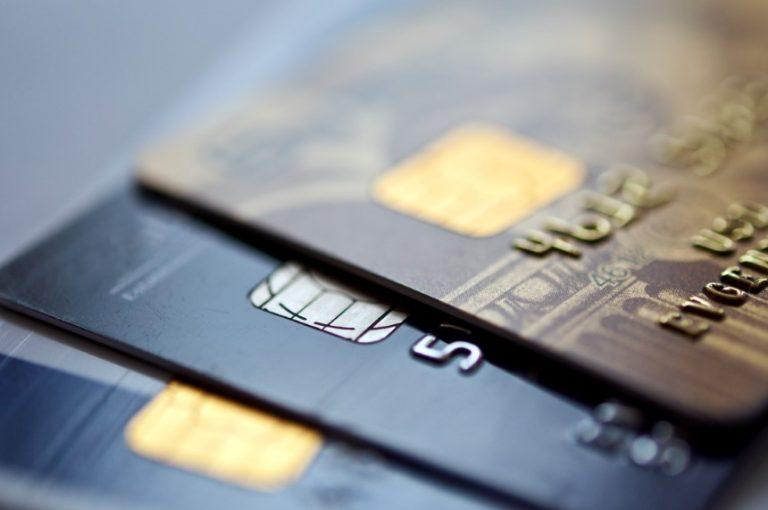 Los préstamos de los consumidores estadounidenses cayeron inesperadamente en agosto.