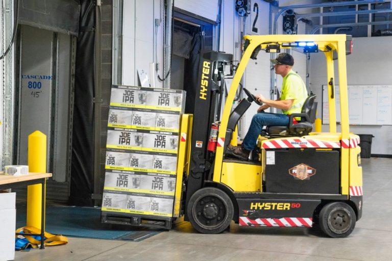 Los pedidos de fábrica aumentan por octavo mes consecutivo en diciembre.