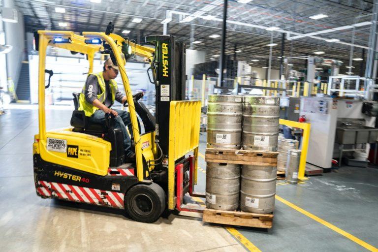 Los pedidos de fábrica aumentan un 2,6% en enero.